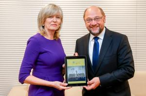 The European Ombudsman presents her Annual Report 2014 to the President of the European Parliament, Martin Schulz.