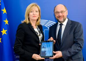 The European Ombudsman presents her Annual Report 2015 to then President of the European Parliament, Martin Schulz.