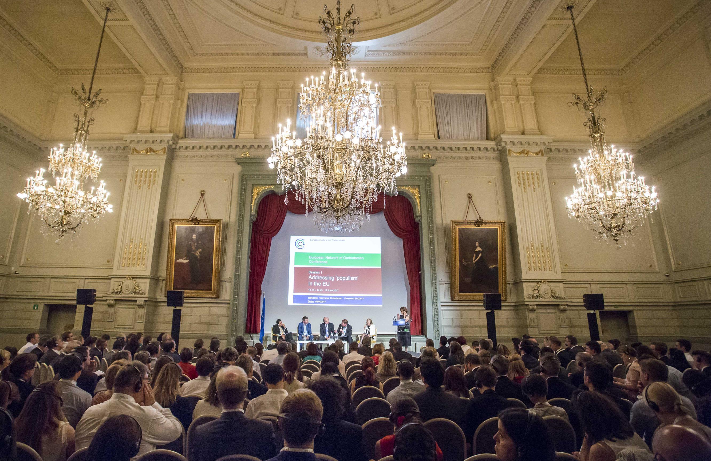 Het in 2017 gehouden congres van het Europees netwerk van ombudsmannen in zijn eerste plenaire sessie.